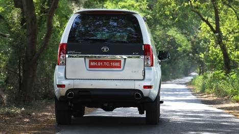 Tata Safari Storme 2016 Varicor 400 VX 4x2 Comparo