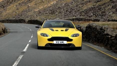 Aston Martin Vantage V12 S 2013 STD Comparo