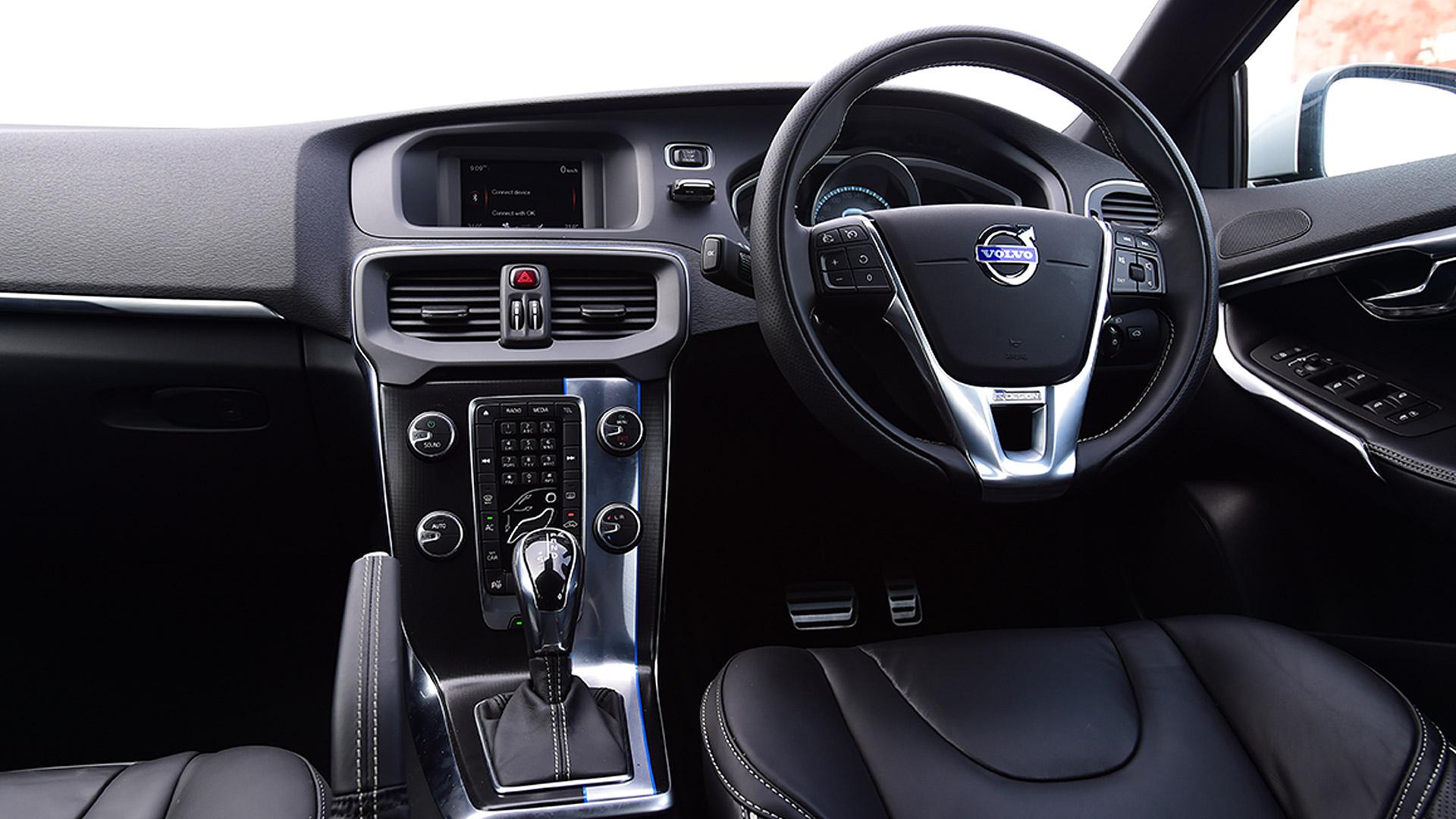 Volvo V40 2017 D3 Kinetic Price Mileage Reviews