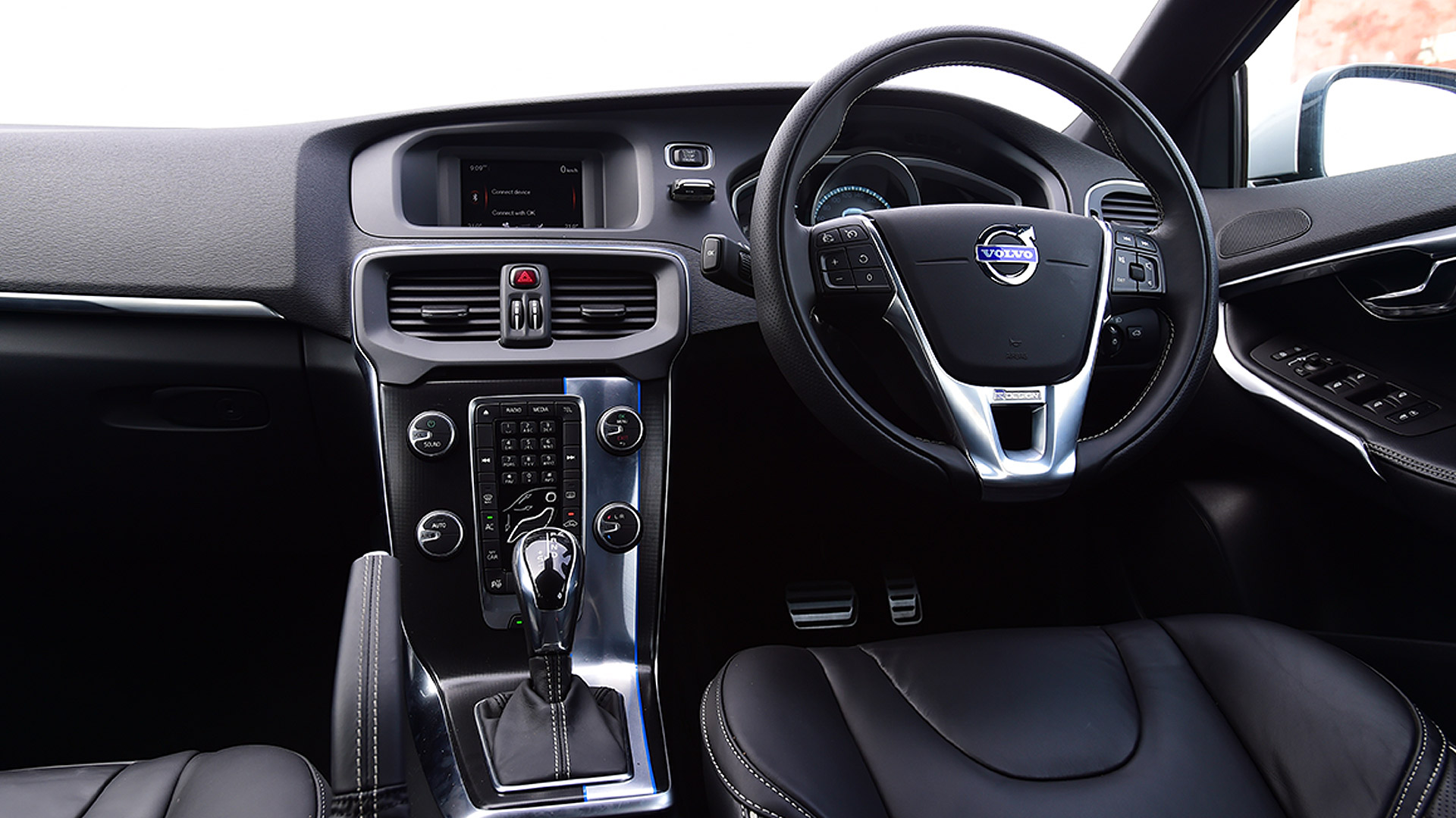 Volvo V40 2015 D3 R Design Compare