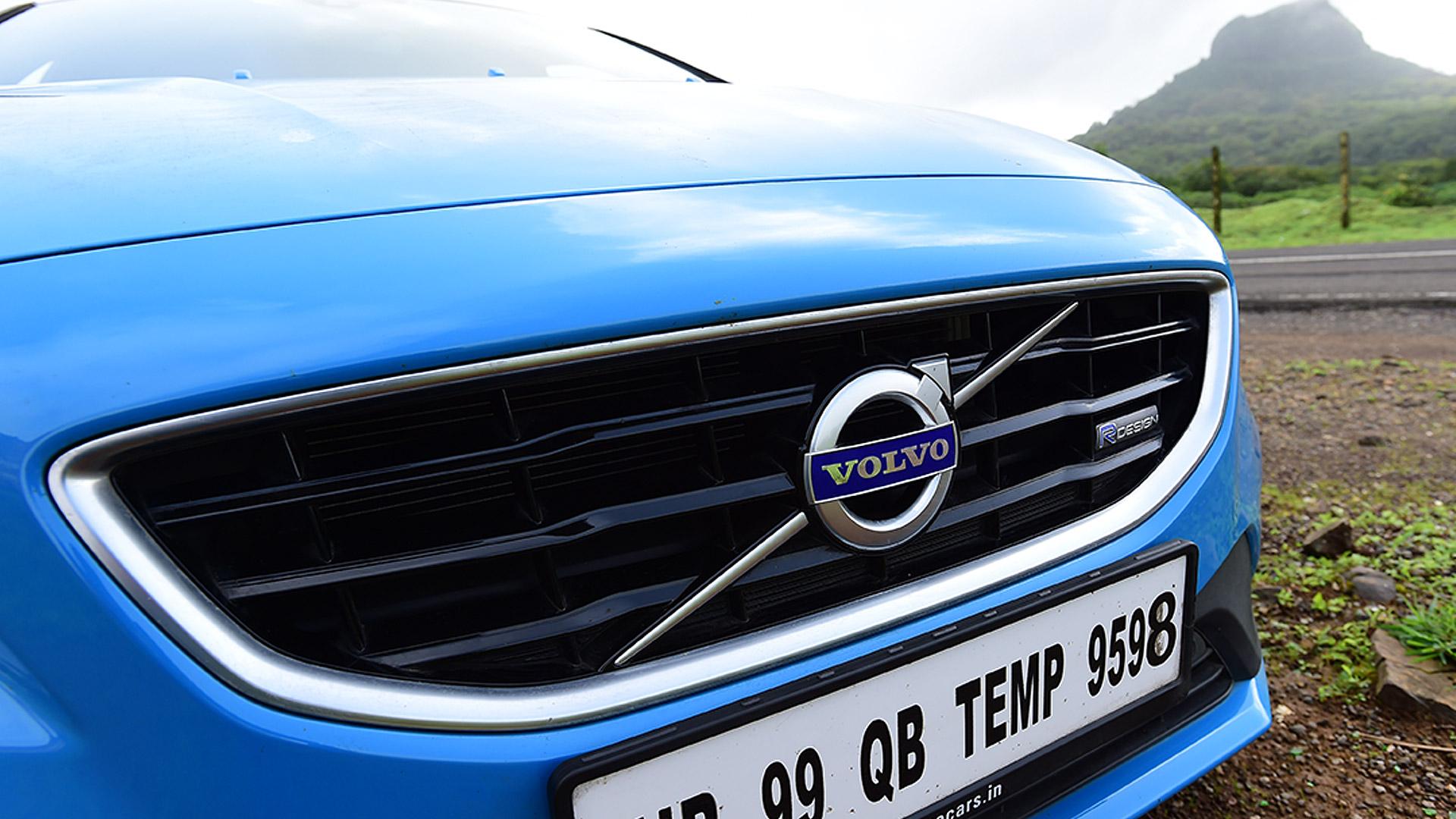 Volvo V40 2015 D3 R Design Exterior