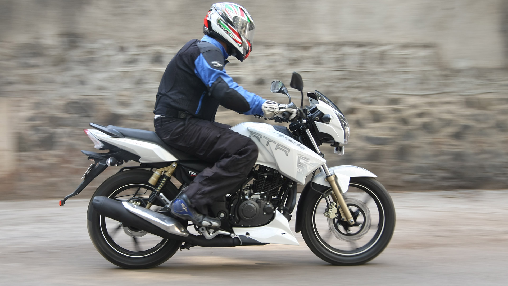 TVS Apache RTR 180 2019 ABS Price Mileage Reviews Specification