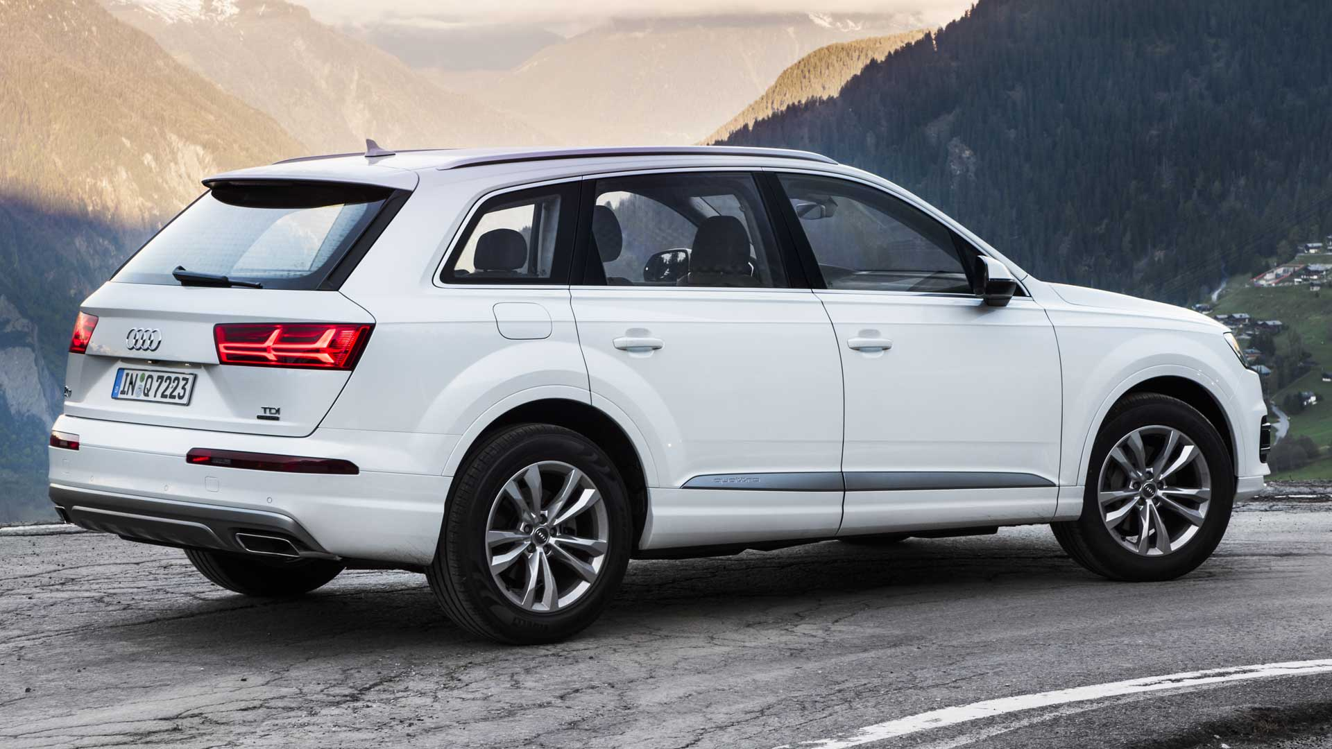 audi q7 2016 technology exterior car photos overdrive. Black Bedroom Furniture Sets. Home Design Ideas