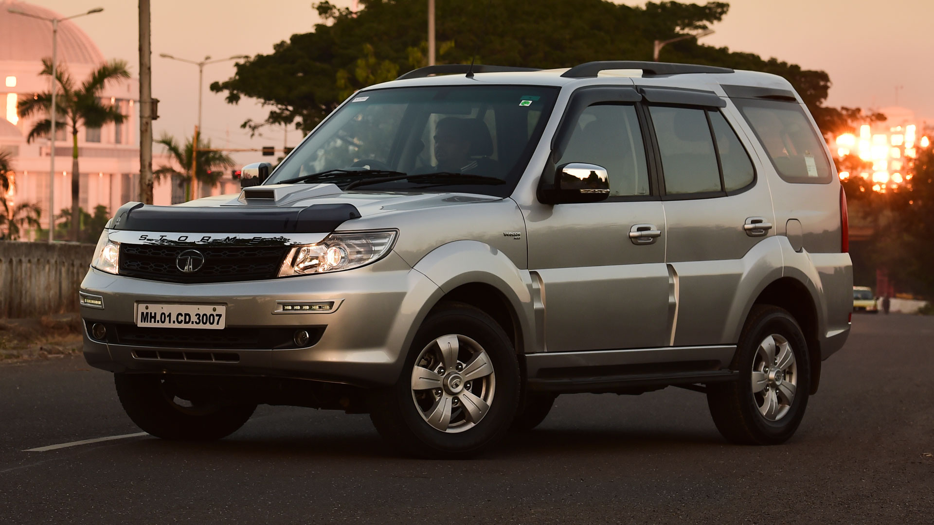Tata Safari Storme 2016 Price Mileage Reviews Specification Gallery Overdrive