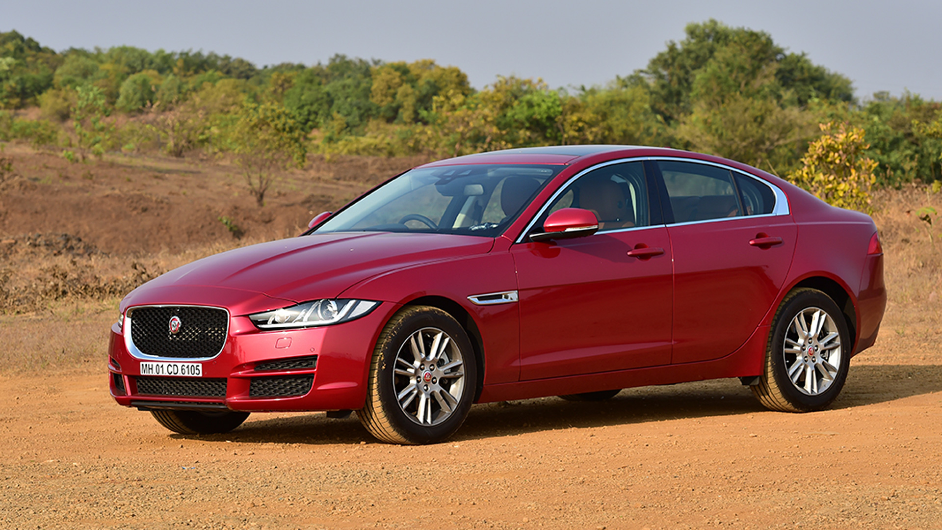 jaguar xe 2017 pure diesel price mileage reviews specification gallery overdrive. Black Bedroom Furniture Sets. Home Design Ideas