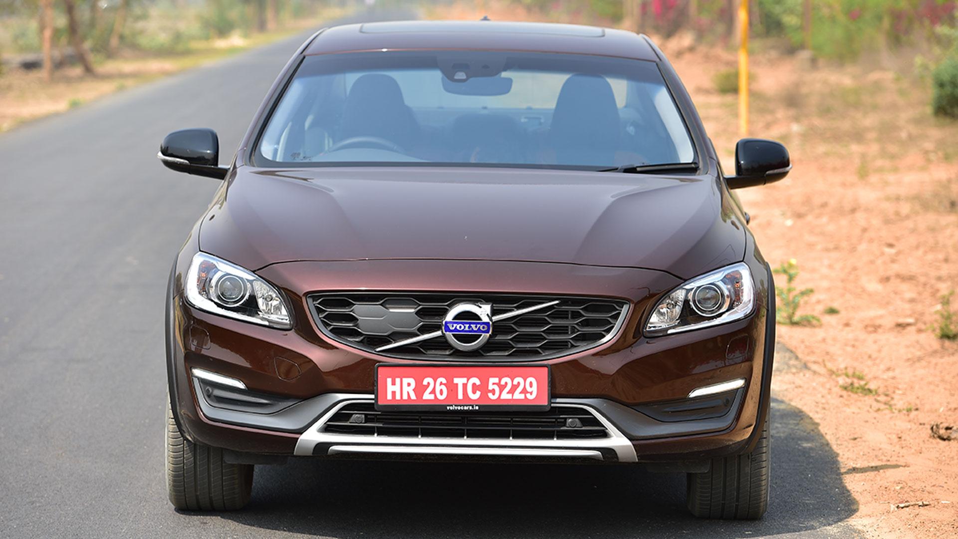 Volvo S60 Cross Country 2016 Inscription Compare