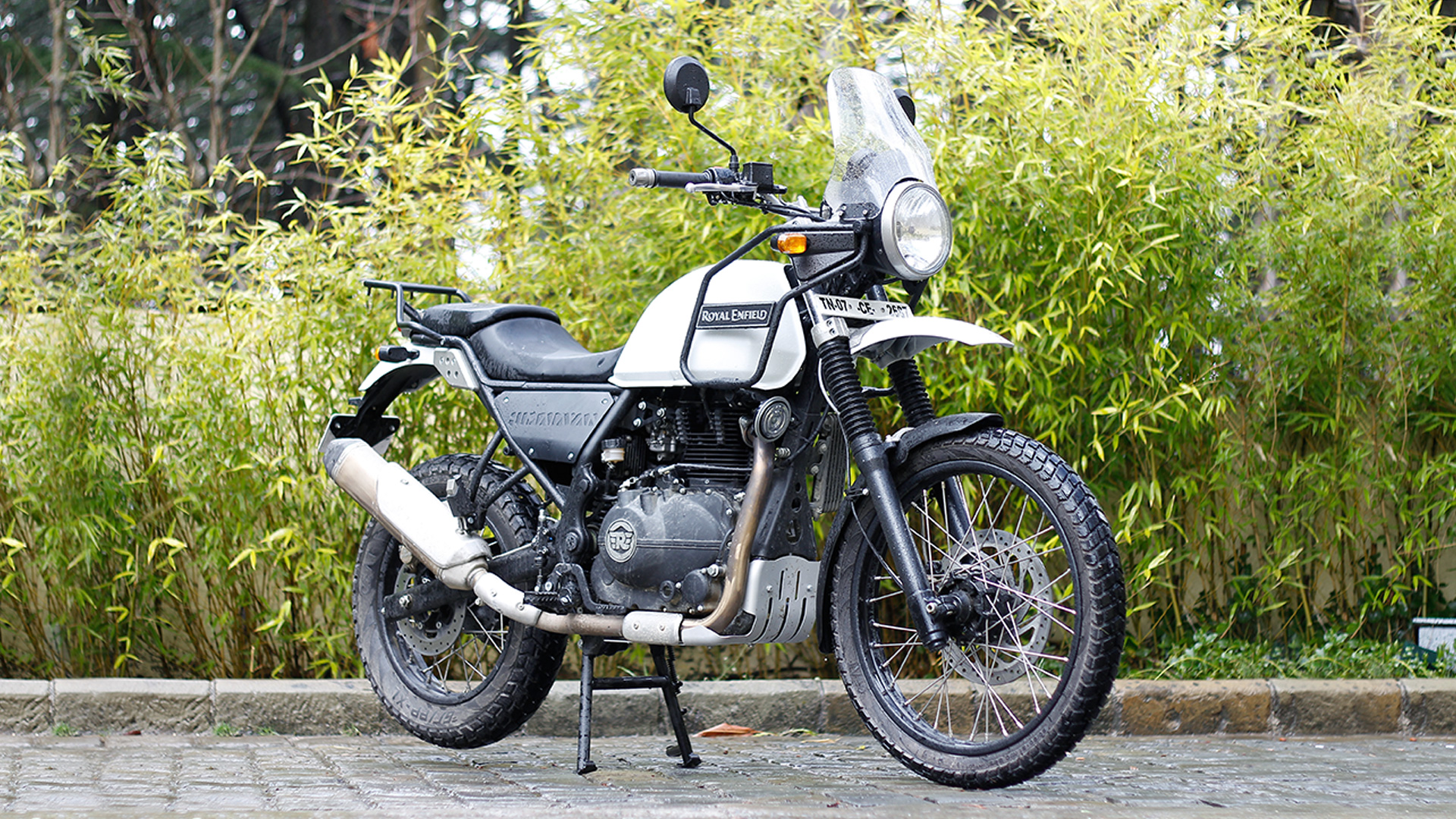 Royal Enfield Himalayan 2016 Std Compare