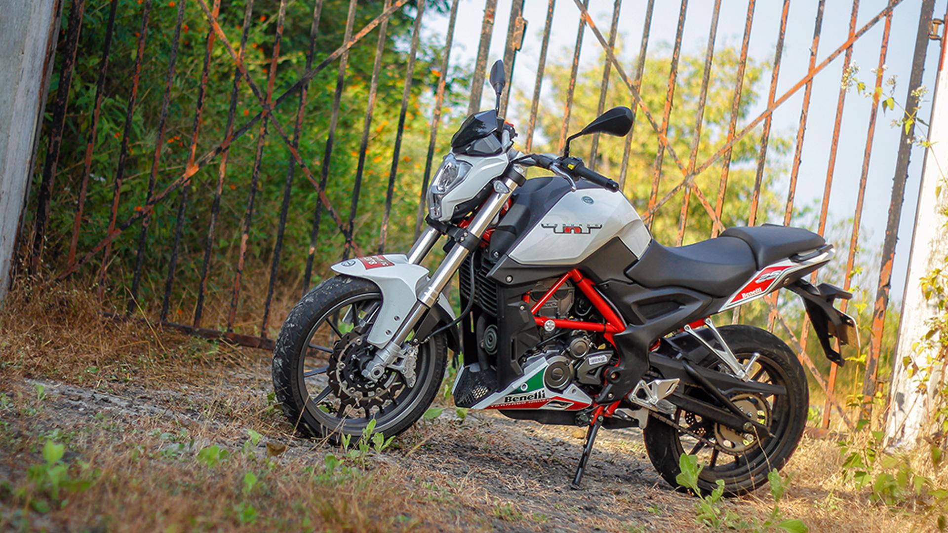 Benelli TNT 25 2015 STD Bike Photos