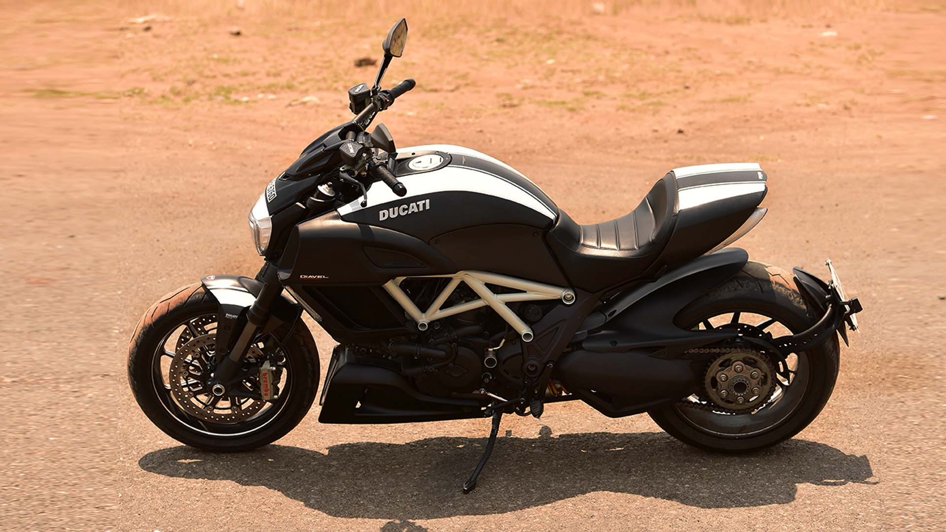Ducati Diavel 2015 Carbon Price Mileage Reviews Specification