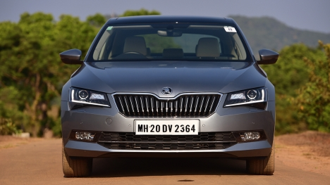 Skoda Superb 2016 2.0 TDI (AT) L & K Comparo