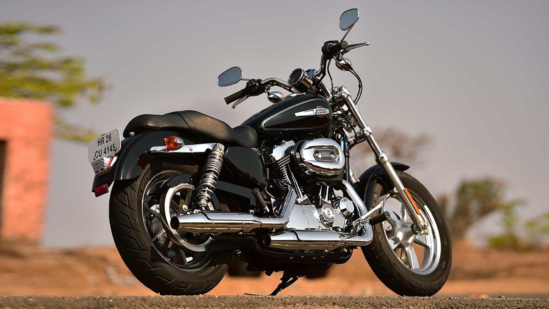 Harley-Davidson 1200 Custom 2016 STD Compare