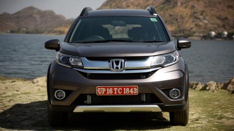 Honda BR-V 2016 VX Diesel Comparo
