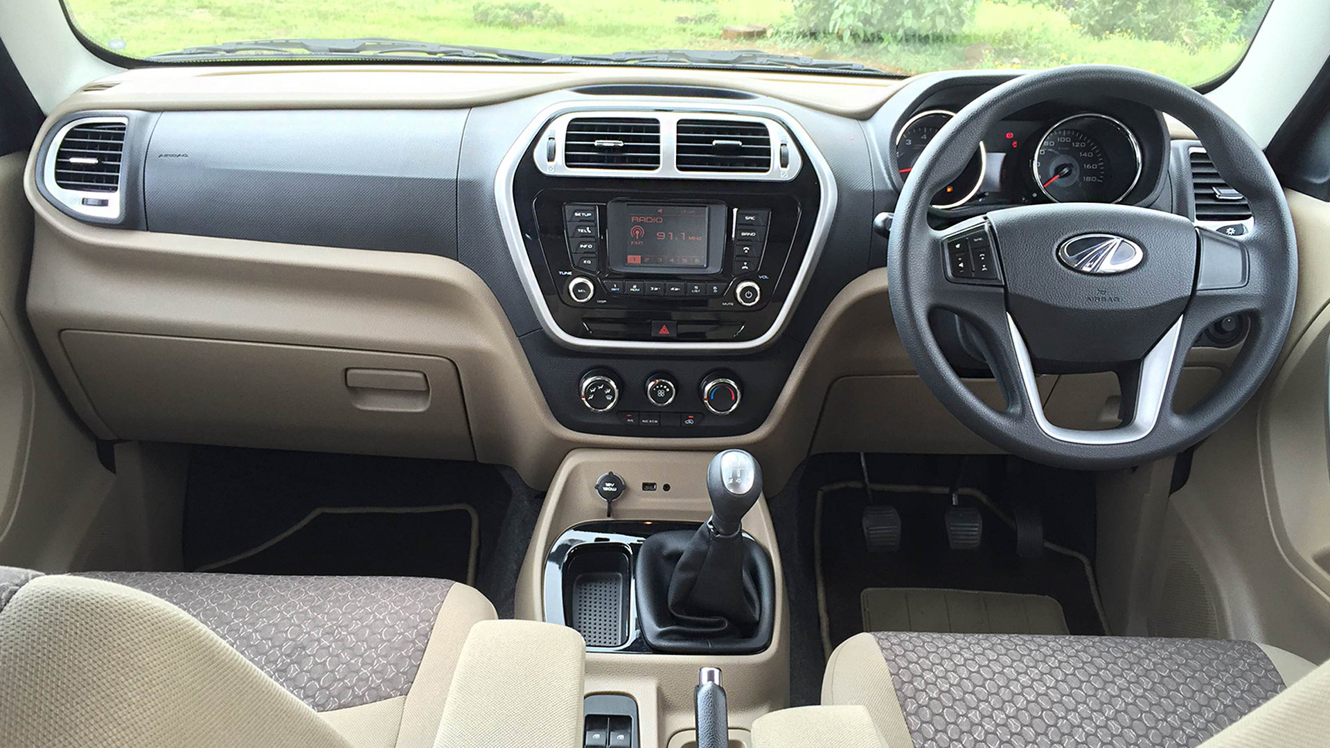 Mahindra TUV300 2016 T8 100PS Interior