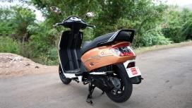 Mahindra Gusto 125 2016 VX Compare