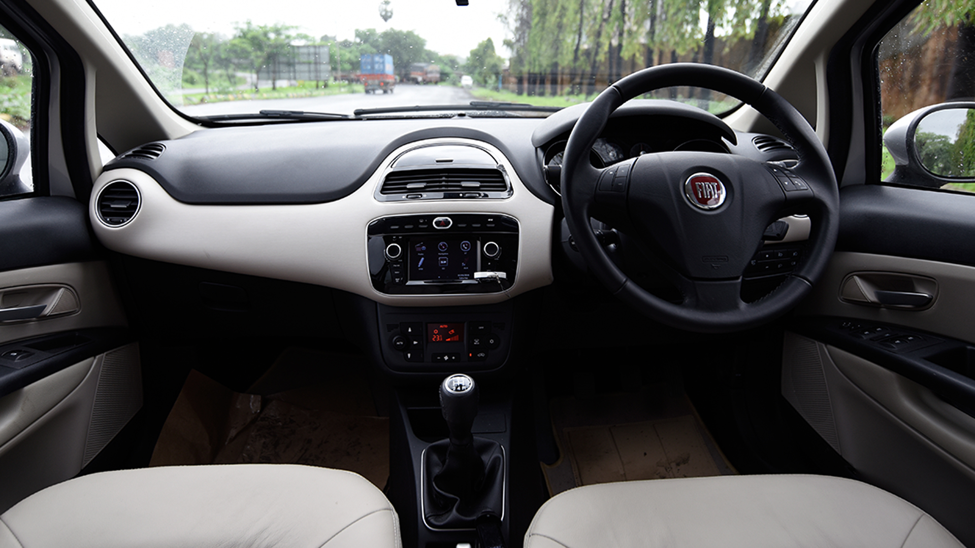 Fiat Linea 125 s 2016 T Jet Emotion Compare