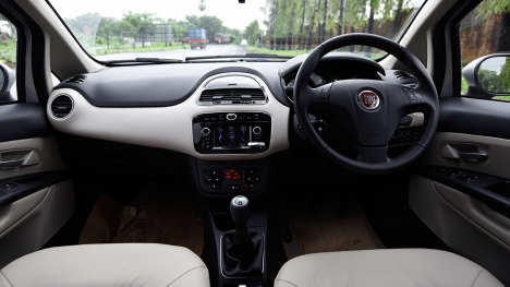 Fiat Linea 125 S 2016 T-Jet Emotion Interior
