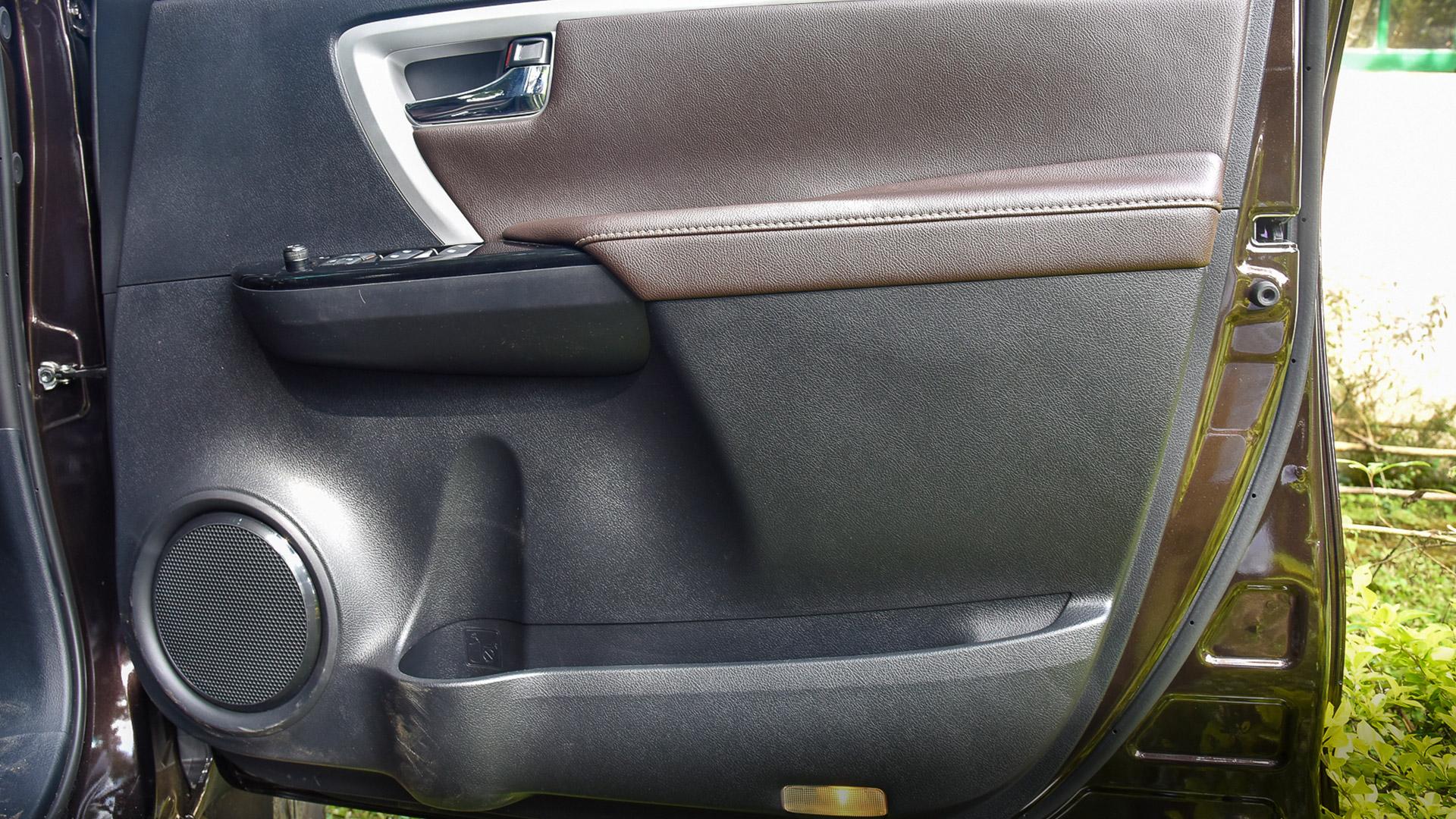 Toyota Fortuner 2016 4X4 MT Diesel Interior