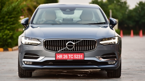 Volvo S90 2016 D4 Inscription  Comparo