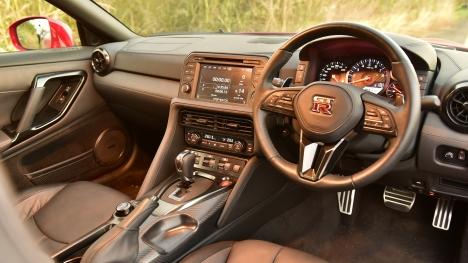 Nissan GT-R 2017 STD Interior