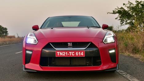 Nissan GT-R 2017 STD Comparo