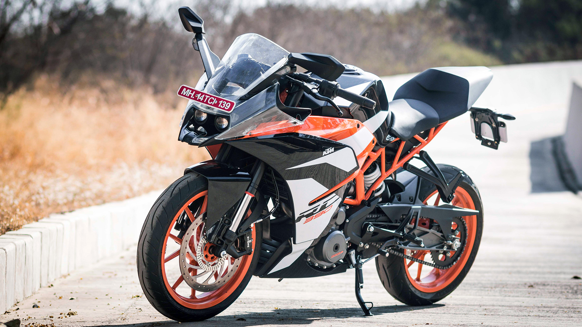 ktm rc 390 2017 std compare bike photos overdrive. Black Bedroom Furniture Sets. Home Design Ideas
