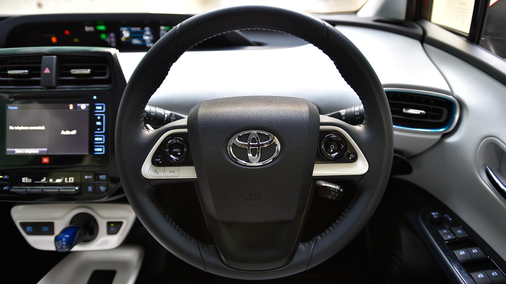 Toyota Prius 2017-1.8 Z8 Interior