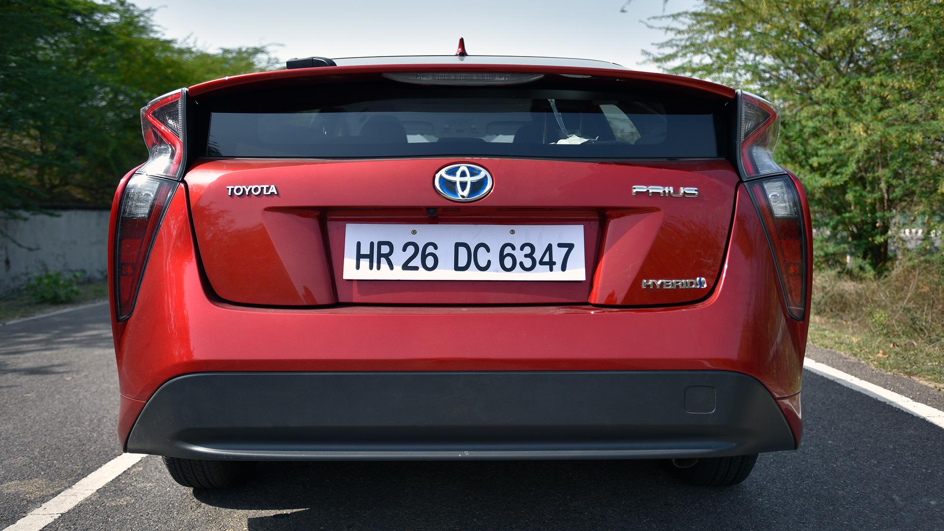 Toyota Prius 2017-1.8 Z8 Compare