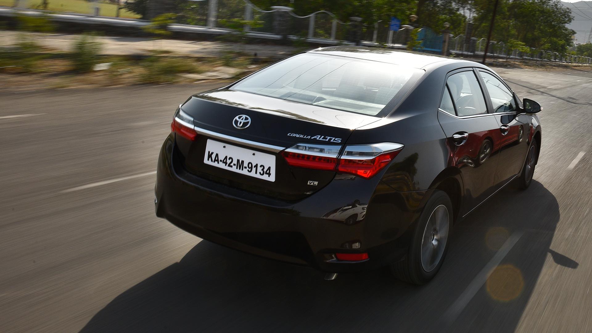 Toyota Corolla Altis 2017 - Price, Mileage, Reviews ...