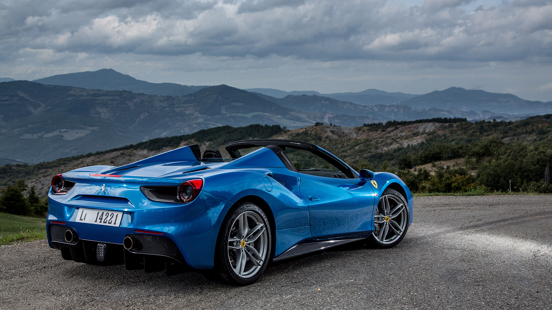 Ferrari 488 2017 Spider Price Mileage Reviews Specification Gallery Overdrive