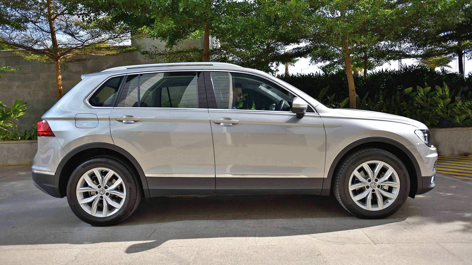 volkswagen tiguan 2017 price mileage reviews specification gallery overdrive. Black Bedroom Furniture Sets. Home Design Ideas