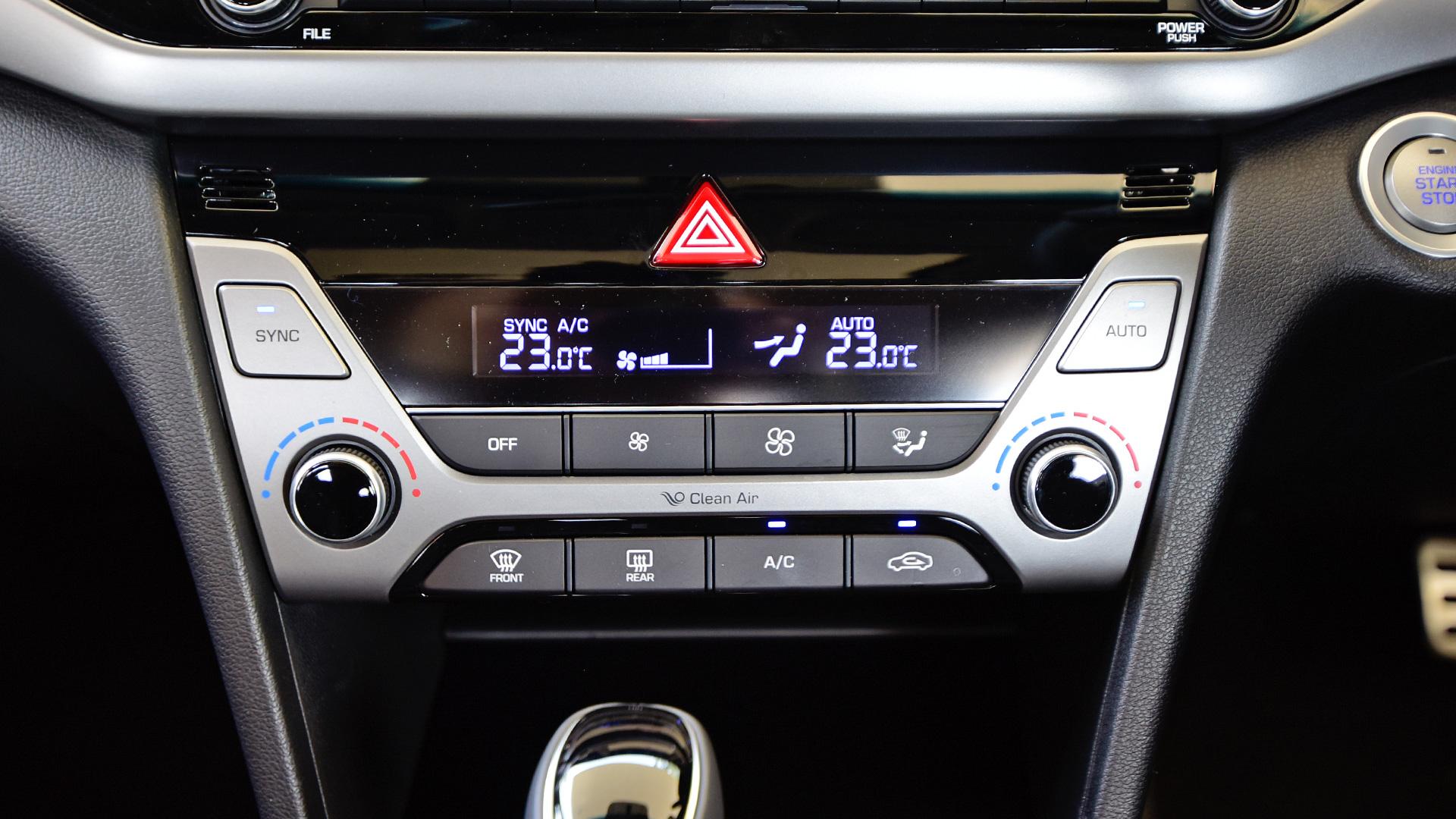 hyundai-elantra-2016-2.0 Petrol SX (O)AT Interior