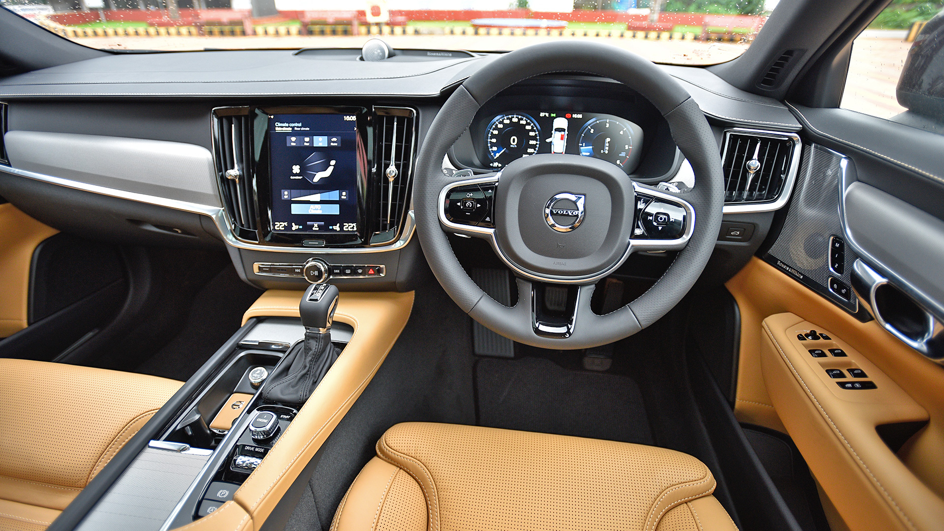 Volvo V90 Cross Country 2017 Diesel Std Interior Car Photos - Overdrive