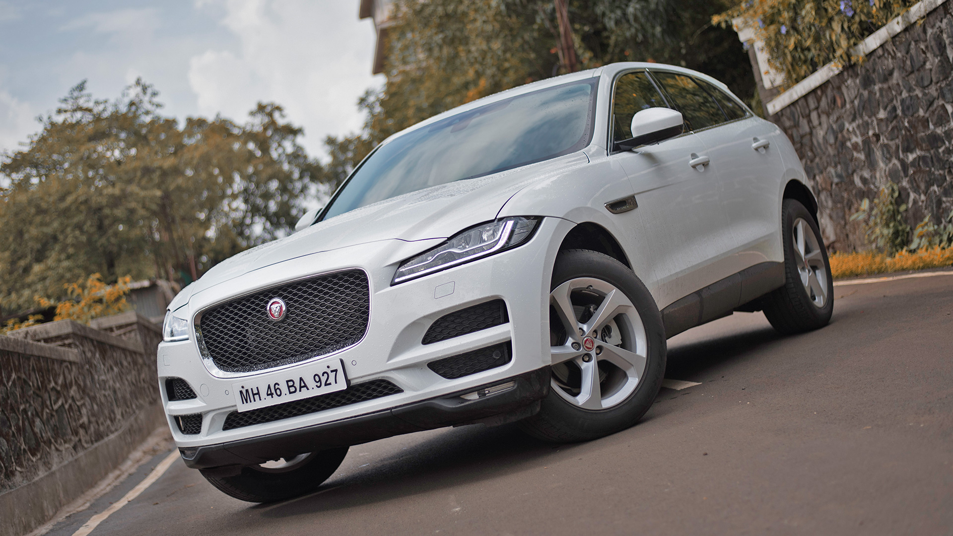 jaguar f pace 2017 price mileage reviews specification gallery overdrive. Black Bedroom Furniture Sets. Home Design Ideas