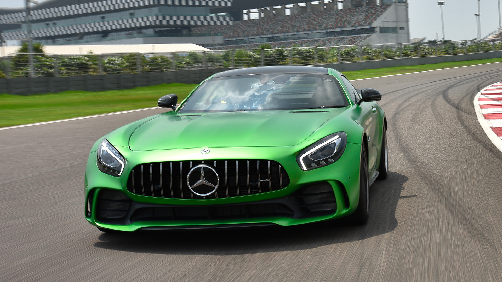 Mercedes benz amg gt 2017 r price mileage reviews for 2017 mercedes benz gts amg price