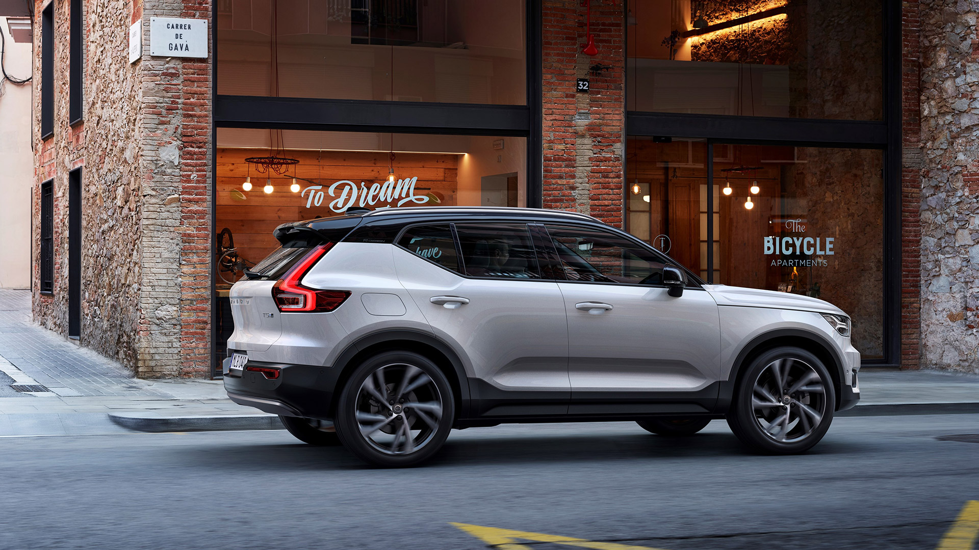 Volvo xc40 2017 D4 Exterior Car Photos - Overdrive