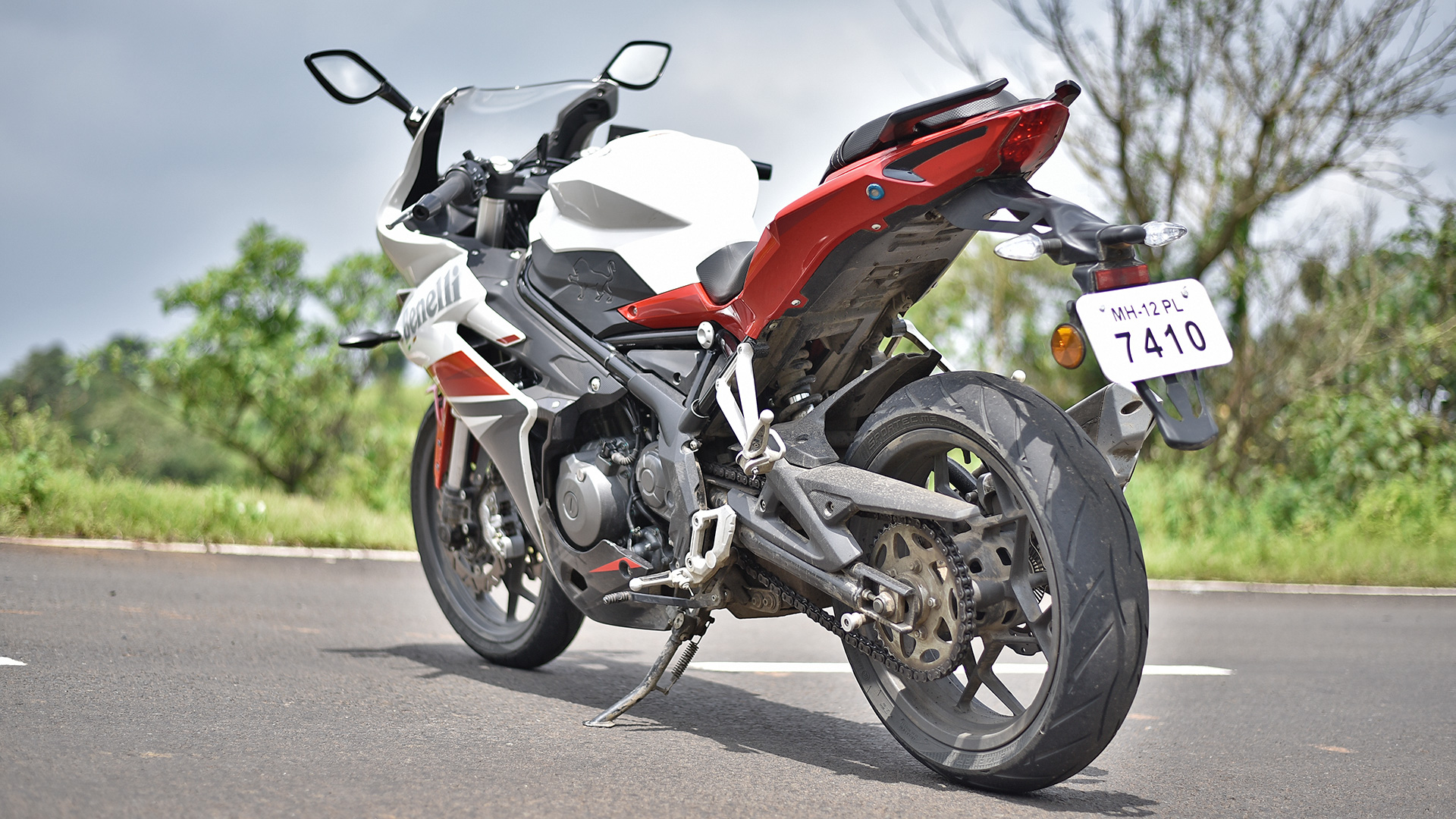 TESTED: 2017 Benelli 302R - Little sports bike with a big