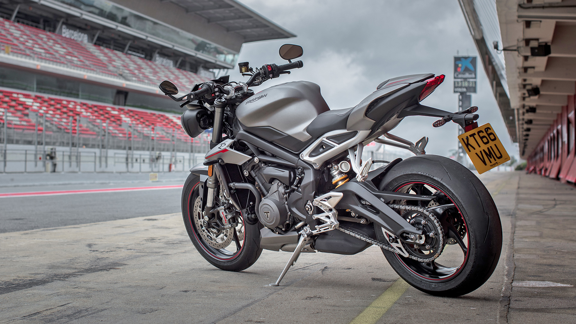 triumph street triple 2017 price mileage reviews specification gallery overdrive. Black Bedroom Furniture Sets. Home Design Ideas