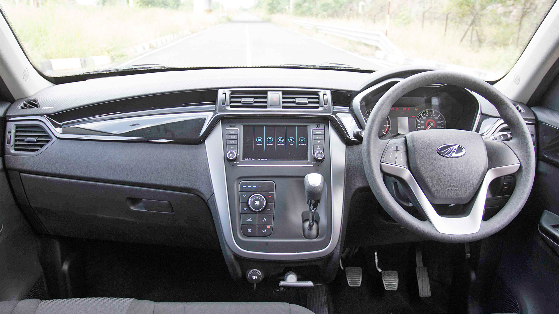 mahindra kuv 100 nxt 2017 price mileage reviews specification gallery overdrive. Black Bedroom Furniture Sets. Home Design Ideas