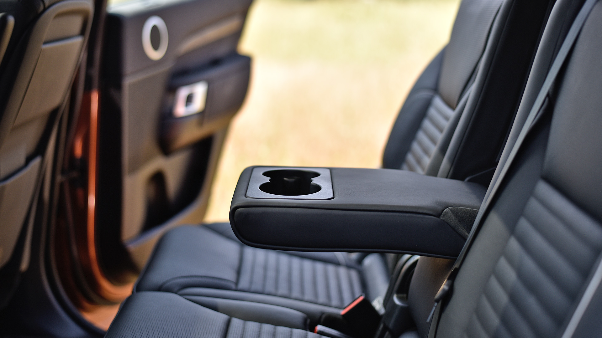 Land rover discovery 2017 diesel first edition interior car photos overdrive for Land rover discovery 2017 interior