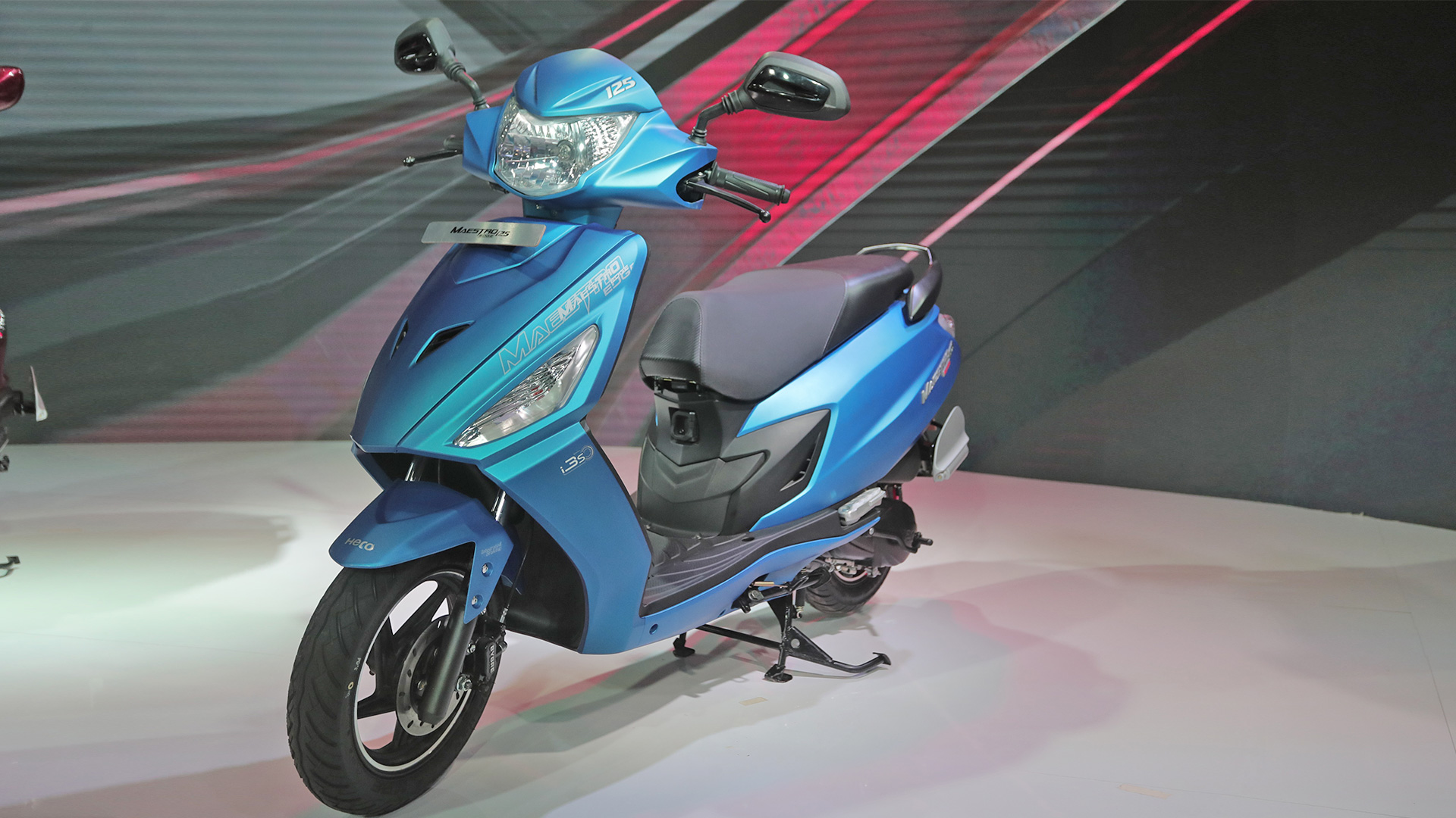 Hero Maestro Edge 2018 ZX - Front three quarter view