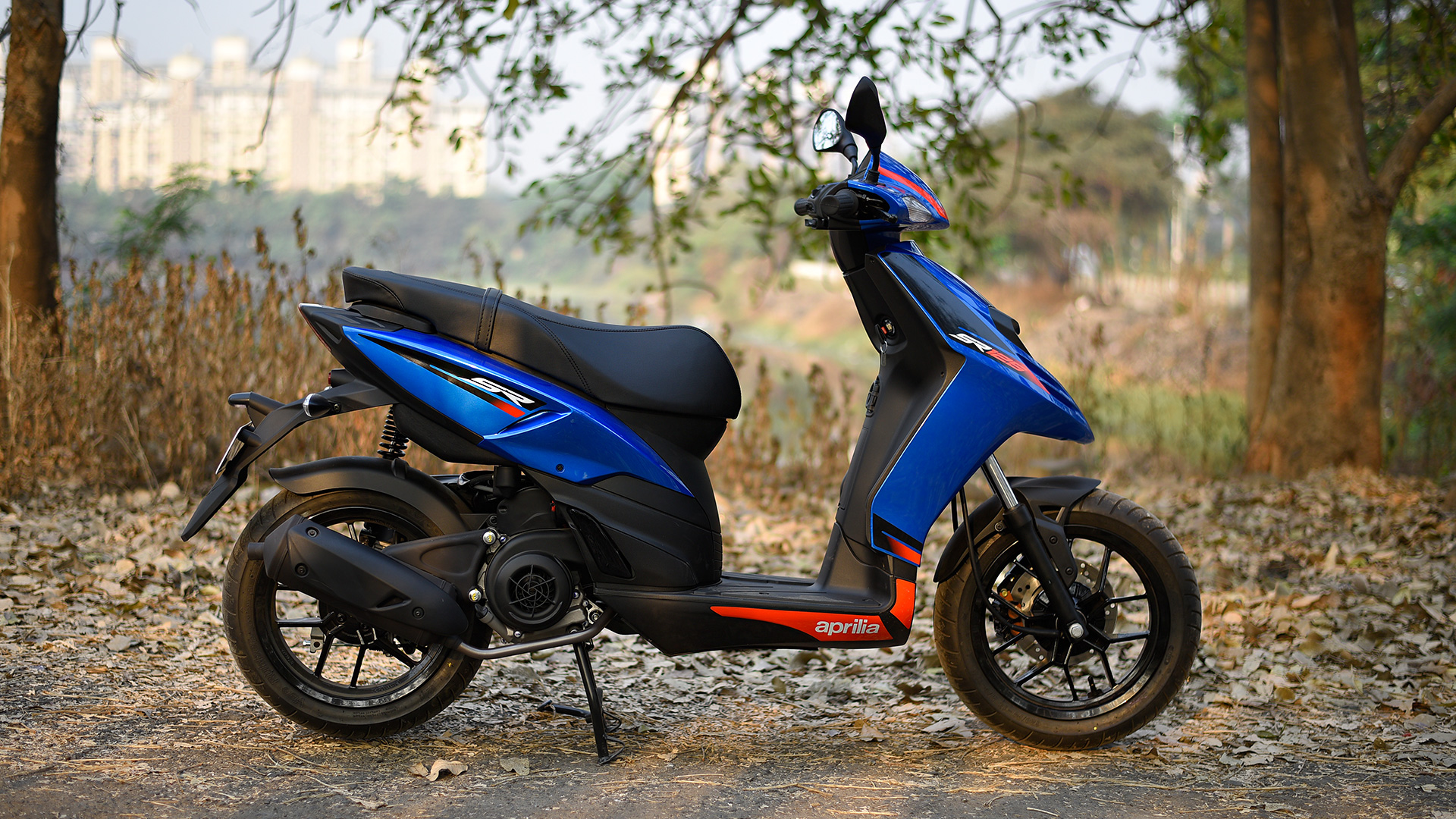 aprilia sr   std price mileage reviews specification gallery overdrive