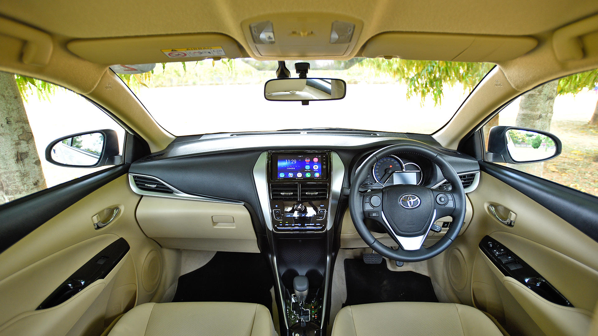 toyota yaris 2018 v cvt price mileage reviews specification gallery overdrive. Black Bedroom Furniture Sets. Home Design Ideas