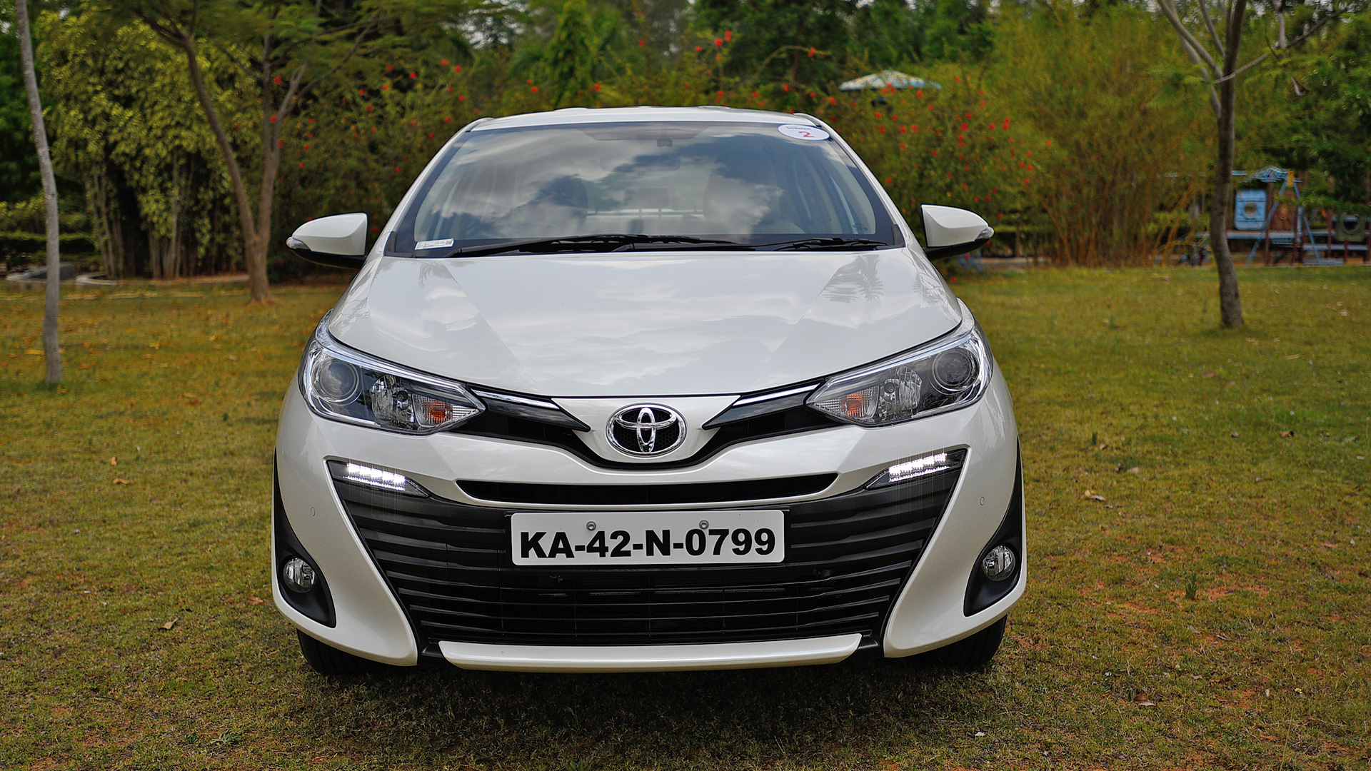 toyota yaris 2018 j cvt price mileage reviews specification gallery overdrive. Black Bedroom Furniture Sets. Home Design Ideas