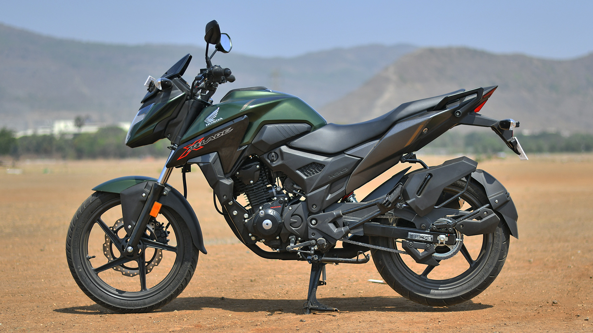 Honda X-Blade 2018 STD - Price, Mileage, Reviews ...