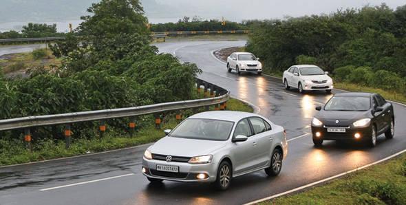 Toyota Corolla vs Renault Fluence vs Volkswagen Jetta vs Skoda Laura- diesel war