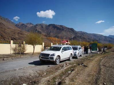 Mercedes Leh-Ladakh SUV drive