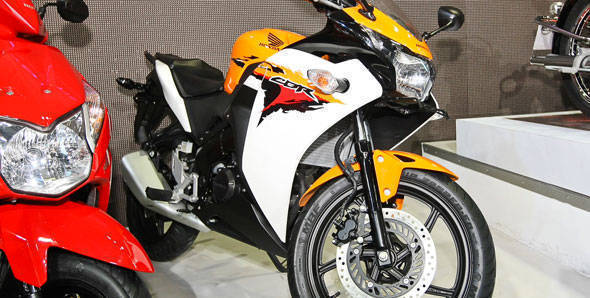 Auto Expo 2012 – Honda Motorcycles unveils 7 new models including CBR150R and the 110cc Dream Yuga