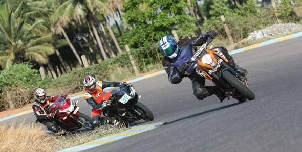 KTM 200 Duke vs Yamaha R15 v2.0 vs Honda CBR250R on a racetrack