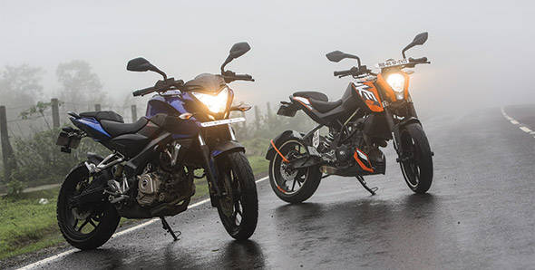 Comparo: Bajaj Pulsar 200NS vs KTM 200 Duke
