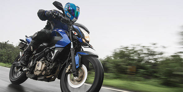 2012 Bajaj Pulsar 200NS in India road test